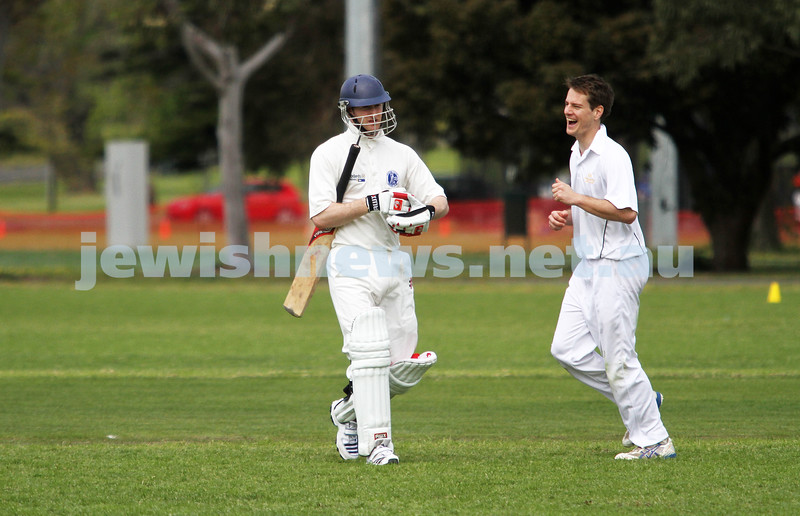 13-10-12. Maccabi Cricket v Powerhouse. Dean Weiner on his way back to the pavillion. Photo: Peter Haskin