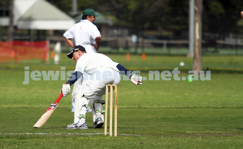 13-10-12. Maccabi Cricket v Powerhouse. Julian Weiner. Photo: Peter Haskin