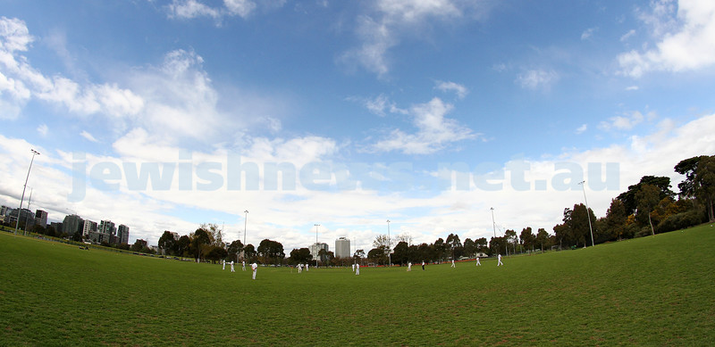 13-10-12. Maccabi Cricket v Powerhouse. Photo: Peter Haskin