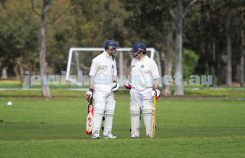 13-10-12. Maccabi Cricket v Powerhouse. Dean Weiner (left) chats with Mark Soffer between overs. Photo: Peter Haskin