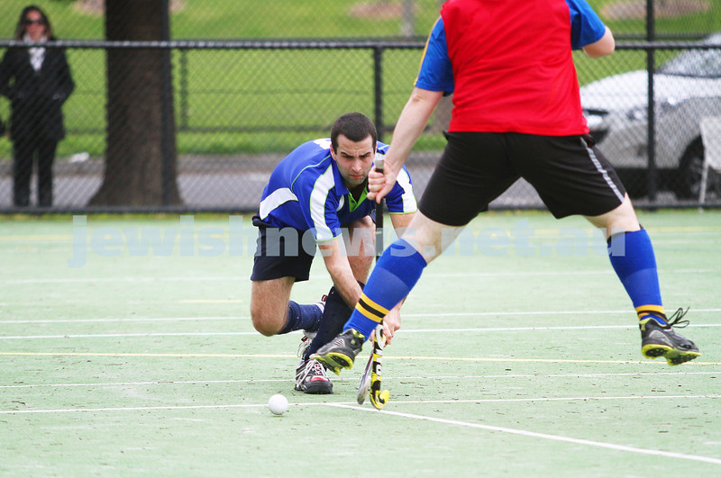 26-8-12. Maccabi Hockey Club senior men defeated Old Carey 6-4 at Albert Park. Photo: Peter Haskin