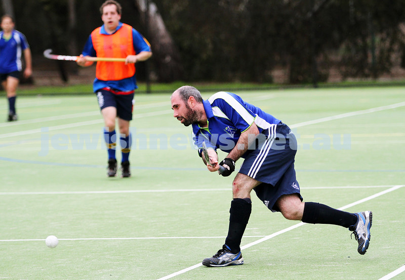 26-8-12. Maccabi Hockey Club senior men defeated Old Carey 6-4 at Albert Park. Photo: Peter Haskin