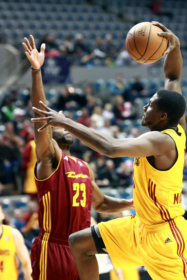 IMAGE: https://photos.smugmug.com/Sports/Mad-Ants-Feb-4-2013/i-FdcnNBk/0/9ed1af93/X2/7D1_9178-X2.jpg