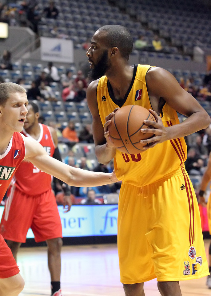 IMAGE: https://photos.smugmug.com/Sports/Mad-Ants-Mar-21-2013/i-vsDdxb6/0/0c2f2a34/X2/IMG_1039-X2.jpg
