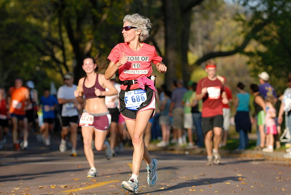 2007 Medtronic Twin Cities Marathon.  Mary Ryan bib number:  F686  age:  52  location:  Minnetrista, MN   (photo date: October 7, 2007)