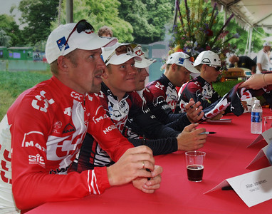 Johansen, Blaudzun, Klostergaard, Roberts, Pedersen signing autographs