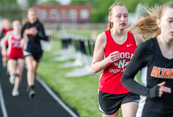 Neoga's Rachel Ewing catches up to Altamont's Sydney Zacha during the 800-meter run. Ewing would finish second with a time of 2:43.27.