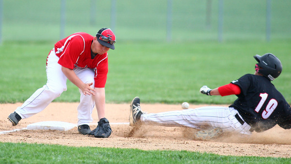4-29-14<br /> Western vs. Taylor baseball<br /> Western's Evan Warden slides safely to third after Taylor's Nick Barnett misses the catch.<br /> Kelly Lafferty | Kokomo Tribune