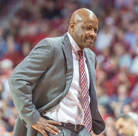 Arkansas Razorbacks head coach Mike Anderson enjoys a Razorback lead during a basketball game between Arkansas Razorbacks and Tennessee Volunteers  on February 6, 2016.    (Alan Jamison, Nate Allen Sports Service)