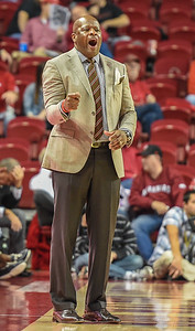 Arkansas head coach Mike Anderson during a basketball game between Arkansas and Evansville on December 8, 2015.    (Alan Jamison, Nate Allen Sports Service)