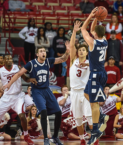 Akron Zips forward Reggie McAdams (21) shoots during a basketball game between Arkansas and Akron on November 18, 2015.    (Alan Jamison, Nate Allen Sports Service)