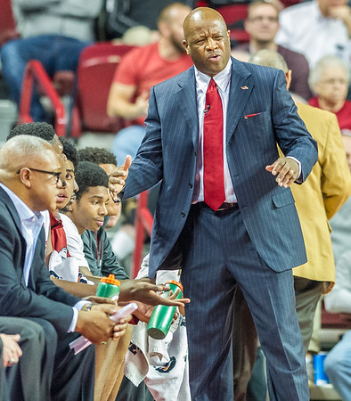 Arkansas Razorbacks head coach Mike Anderson doesn't agree with a call during a basketball game between Arkansas and Vanderbilt on January 5, 2016.    (Alan Jamison, Nate Allen Sports Service)
