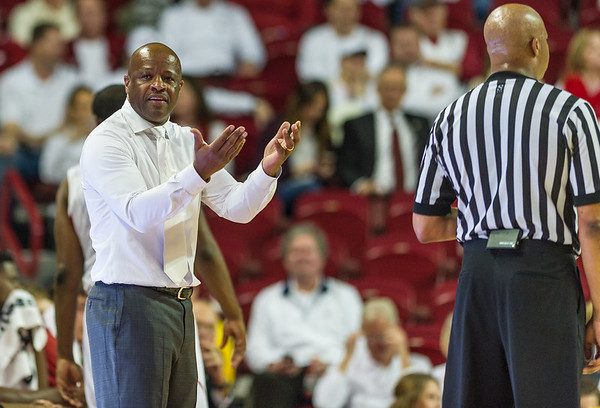 Arkansas Razorbacks head coach Mike Anderson during a basketball game between Arkansas Razorbacks and Kentucky Wildcats on January 21, 2016.    (Alan Jamison, Nate Allen Sports Service)