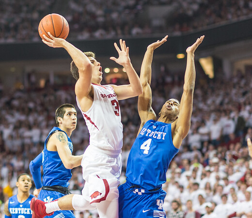 Arkansas Razorbacks guard Dusty Hannahs (3) shoots during a basketball game between Arkansas Razorbacks and Kentucky Wildcats on January 21, 2016.    (Alan Jamison, Nate Allen Sports Service)