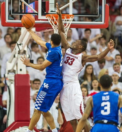 Kentucky Wildcats guard Dominique Hawkins (25) shoots a reverse layup against Arkansas Razorbacks forward Moses Kingsley (33) during a basketball game between Arkansas Razorbacks and Kentucky Wildcats on January 21, 2016.    (Alan Jamison, Nate Allen Sports Service)