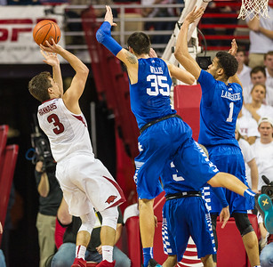Dusty Hannahs shoots during a basketball game between Arkansas Razorbacks and Kentucky Wildcats on January 21, 2016.    (Alan Jamison, Nate Allen Sports Service)