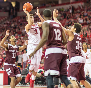 Arkansas Razorbacks guard Dusty Hannahs (3) shoots during a basketball game between Arkansas Razorbacks and Texas A&M Aggies  on January 27, 2016.    (Alan Jamison, Nate Allen Sports Service)