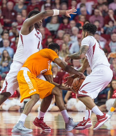 Arkansas Razorbacks guard Anton Beard (31) ties up the ball with Tennessee Volunteers guard Kevin Punter (0) during a basketball game between Arkansas Razorbacks and Tennessee Volunteers  on February 6, 2016.    (Alan Jamison, Nate Allen Sports Service)