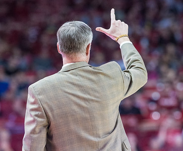 Missouri Tigers head coach Kim Anderson signals in a play during a basketball game between Arkansas and Missouri on 2-20-16.   (Alan Jamison, Nate Allen Sports Service)