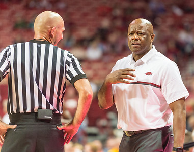 Arkansas Razorbacks head coach Mike Anderson questions a call during a basketball game between Arkansas and Central Missouri on Friday, October 28, 2016.  (Alan Jamison, Nate Allen Sports Service)