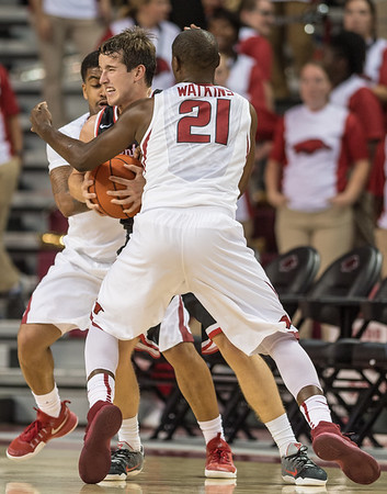Arkansas Razorbacks guard Manuale Watkins (21) and Anton Beard (31) trap Central Missouri guard Spencer Reaves (31) during a basketball game between Arkansas and Central Missouri on Friday, October 28, 2016.  (Alan Jamison, Nate Allen Sports Service)