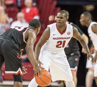Arkansas Razorbacks guard Manuale Watkins (21) looks for a play during a basketball game between Arkansas and Central Missouri on Friday, October 28, 2016.  (Alan Jamison, Nate Allen Sports Service)