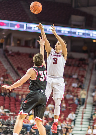 Arkansas Razorbacks guard Dusty Hannahs (3) shoots over Central Missouri guard Spencer Reaves (31) during a basketball game between Arkansas and Central Missouri on Friday, October 28, 2016.  (Alan Jamison, Nate Allen Sports Service)