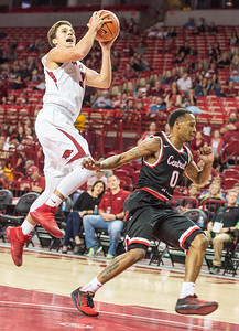 Arkansas Razorbacks guard Dusty Hannahs (3) drives to the basket during a basketball game between Arkansas and Central Missouri on Friday, October 28, 2016.  (Alan Jamison, Nate Allen Sports Service)