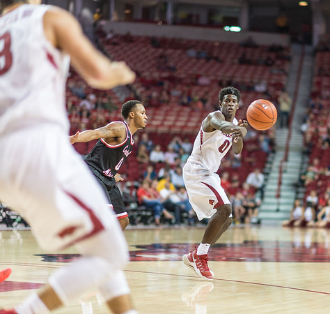 Arkansas Razorbacks guard Jaylen Barford (0) passes inside during a basketball game between Arkansas and Central Missouri on Friday, October 28, 2016.  (Alan Jamison, Nate Allen Sports Service)