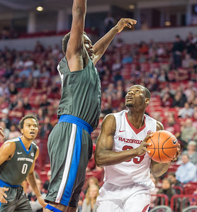 Arkansas Razorbacks forward Moses Kingsley (33) prepares to go up during a basketball game between Arkansas and Fort Wayne on Friday, November 11, 2016.  (Alan Jamison, Nate Allen Sports Service)