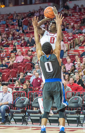 Arkansas Razorbacks guard Jaylen Barford (0) shoots  during a basketball game between Arkansas and Fort Wayne on Friday, November 11, 2016.  (Alan Jamison, Nate Allen Sports Service)
