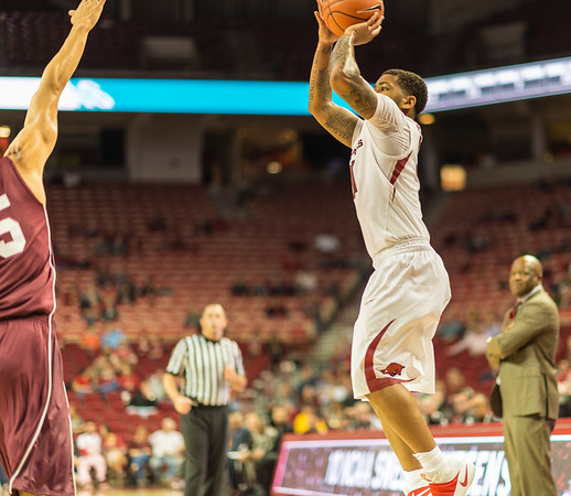 Arkansas Razorbacks guard Anton Beard (31) shoots during a basketball game between Arkansas and Southern Illinois University on Monday, November 14, 2016.  (Alan Jamison, Nate Allen Sports Service)