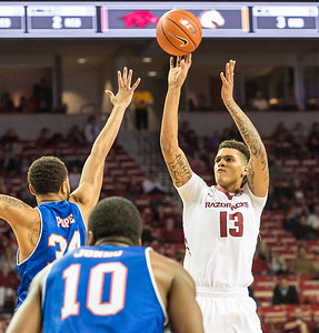 Dustin Thomas shoots during a basketball game between Arkansas and UT Arlington on Friday, November 18, 2016.  (Alan Jamison, Nate Allen Sports Service)