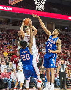 Dusty Hannahs takes it to the basket during a basketball game between Arkansas and UT Arlington on Friday, November 18, 2016.  (Alan Jamison, Nate Allen Sports Service)