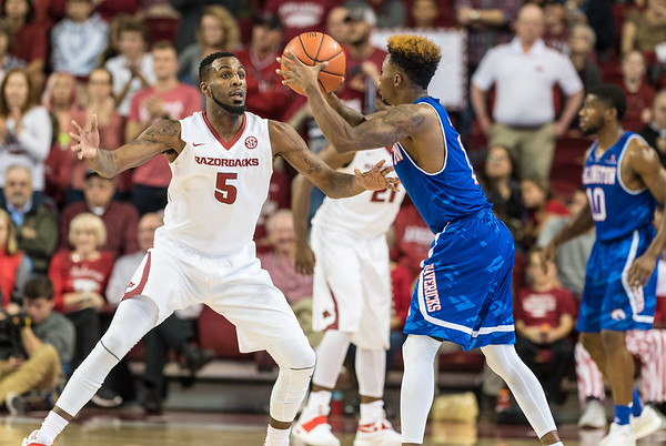 Arlando Cook defends during a basketball game between Arkansas and UT Arlington on Friday, November 18, 2016.  (Alan Jamison, Nate Allen Sports Service)