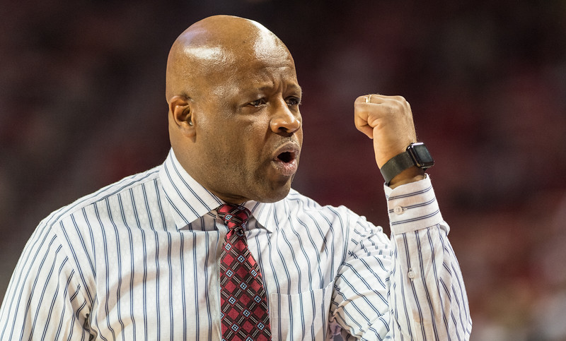 Mike Anderson during a basketball game between Arkansas and UT Arlington on Friday, November 18, 2016.  (Alan Jamison, Nate Allen Sports Service)