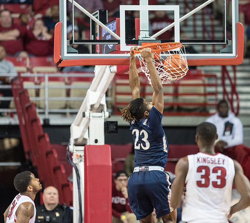 Mount St. Mary's Mountaineers guard Greg Alexander (23) dunks during a basketball game between Arkansas and Mount St. Mary's on Monday, November 28, 2016.  (Alan Jamison, Nate Allen Sports Service)