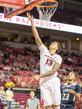 Arkansas Razorbacks forward Dustin Thomas (13) shoots during a basketball game between Arkansas and Mount St. Mary's on Monday, November 28, 2016.  (Alan Jamison, Nate Allen Sports Service)