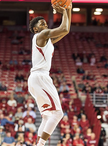 Arkansas Razorbacks guard Daryl Macon (4) shoots during a basketball game between Arkansas and Mount St. Mary's on Monday, November 28, 2016.  (Alan Jamison, Nate Allen Sports Service)