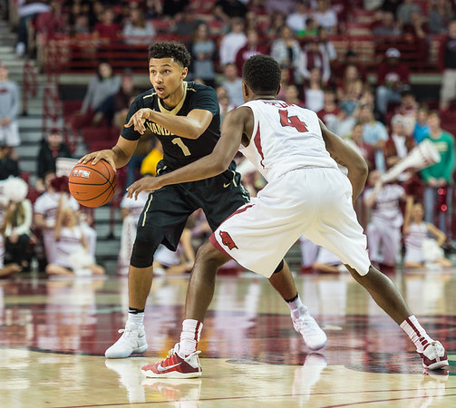 Vanderbilt Commodores guard Payton Willis (1) looks for a play during a basketball game between Arkansas and Vanderbilt on Tuesday, February 7, 2017.  (Alan Jamison, Nate Allen Sports Service)