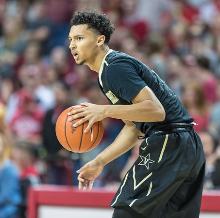 Vanderbilt Commodores guard Payton Willis (1) looks inside for a play during a basketball game between Arkansas and Vanderbilt on Tuesday, February 7, 2017.  (Alan Jamison, Nate Allen Sports Service)