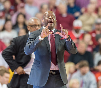 Arkansas Razorbacks head coach Mike Anderson signals in a play during a basketball game between Arkansas and Georgia on Saturday, 3/4/2017.  (Alan Jamison, Nate Allen Sports Service)