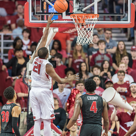 Arkansas Razorbacks guard Manuale Watkins (21) shoots during a basketball game between Arkansas and Georgia on Saturday, 3/4/2017.  (Alan Jamison, Nate Allen Sports Service)