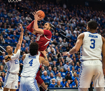 Arkansas Razorbacks forward Daniel Gafford (10) shoots during a basketball game between the Arkansas Razorbacks and the Kentucky Wildcats on Tuesday, January 26, 2019, at Rupp Arena.  (Alan Jamison, Nate Allen Sports Service)