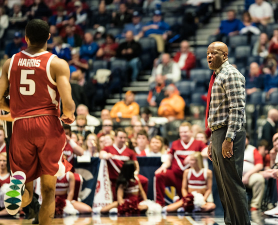 Arkansas Razorbacks head coach Mike Anderson with instructions during an SEC Tournament basketball game between the Arkansas Razorbacks and the Florida Gators on Thursday, March 14, 2019, at Bridgestone Arena.  (Alan Jamison, Nate Allen Sports Service)
