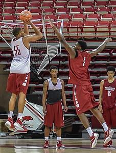 Open men's basketball practice on October 24, 2015 in Bud  Walton Arena in Fayetteville, Arkansas.   (Alan Jamison, Nate Allen Sports Service)
