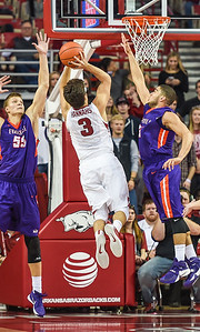 Arkansas Razorbacks guard Dusty Hannahs (3) shoots  during a basketball game between Arkansas and Evansville on December 8, 2015.    (Alan Jamison, Nate Allen Sports Service)