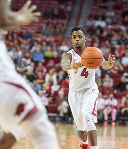 Arkansas Razorbacks guard Daryl Macon (4) passes during a basketball game between Arkansas and Mississippi State on Tuesday, January 10, 2017.  (Alan Jamison, Nate Allen Sports Service)