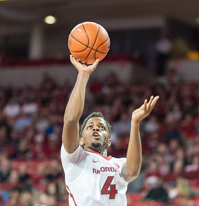 Arkansas Razorbacks guard Daryl Macon (4) shoots during a basketball game between Arkansas and Fort Wayne on Friday, November 11, 2016.  (Alan Jamison, Nate Allen Sports Service)