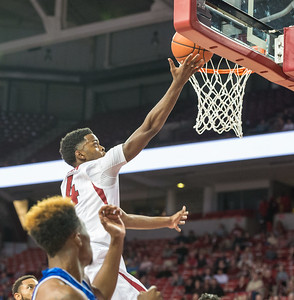 Daryl Macon shoots during a basketball game between Arkansas and UT Arlington on Friday, November 18, 2016.  (Alan Jamison, Nate Allen Sports Service)